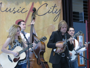 The Roys 1 350x262 The Roys spirited bluegrass at CMA Festival in Nashville