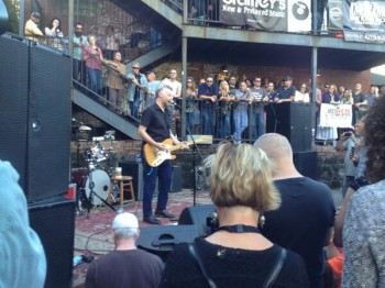 BUuEC8XCAAEBxot 350x262 Billy Bragg at Grimeys
