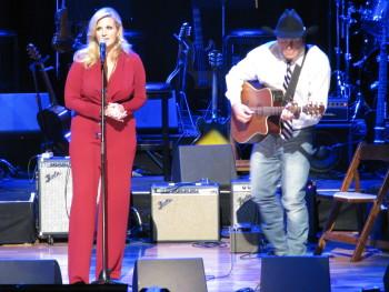 Trisha Yearwood and Garth Brooks perform in honor of the Oak Ridge Boys