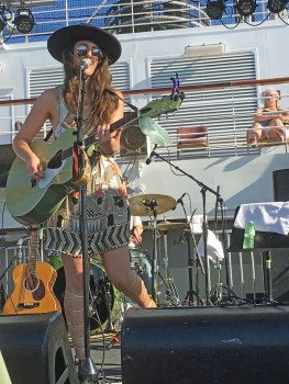 Aylssa Bonagura's first set on the pool deck included guest performances by her parents...